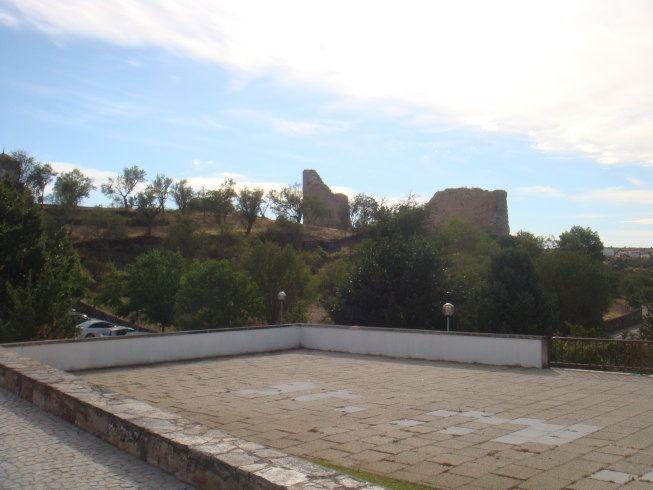 castillo en ruinas de miranda do douro