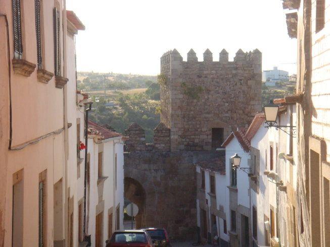 puerta de la villa muralla miranda do douro