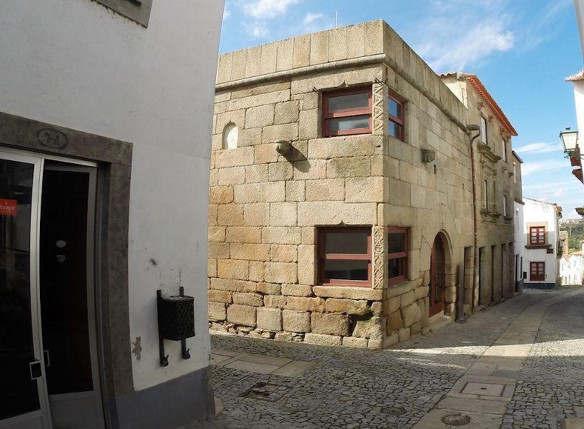 casa das quatro esquinas rua da costanilha