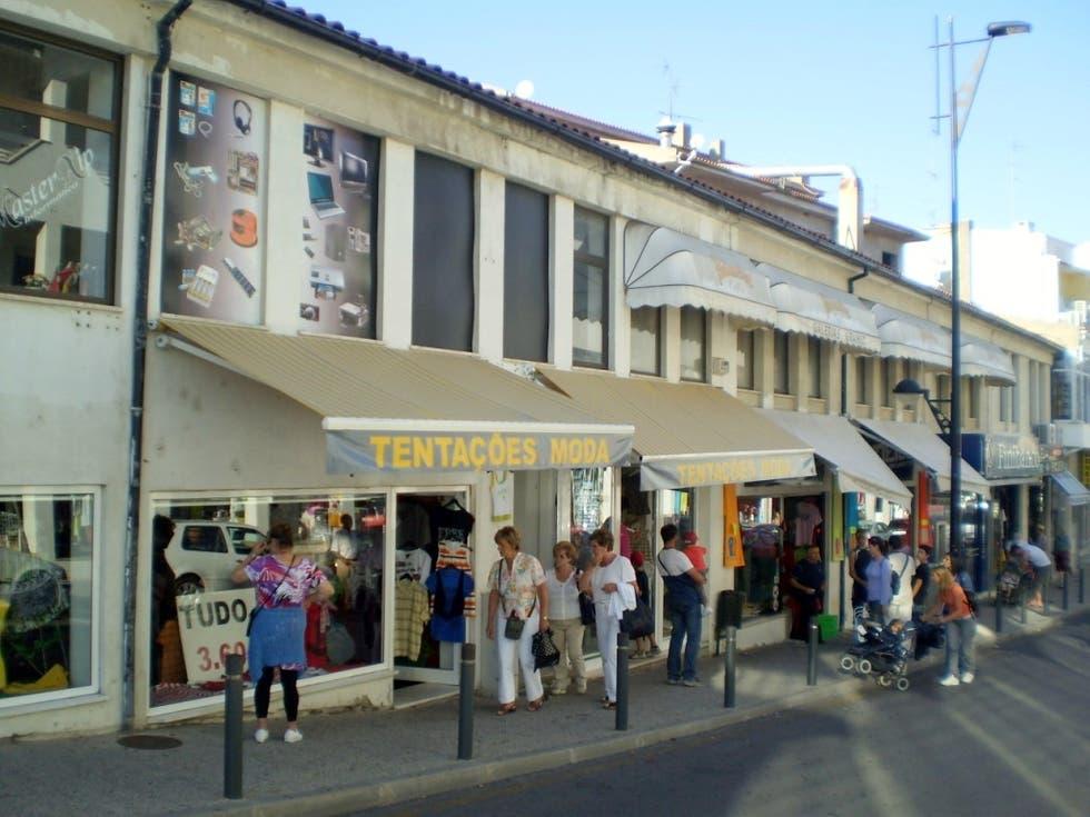 miranda do douro gente comprando en rua do mercado