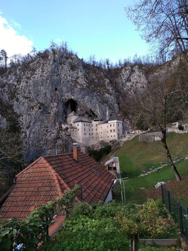 turismo en el castillo de predjama