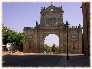 Arco de san benito sahagun de campos