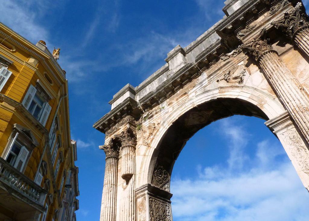 Arco de los Sergii