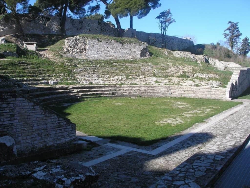 Pequeño teatro romano